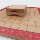 Dřevěná šachovnice s odkládacímí destičkami na zajatce